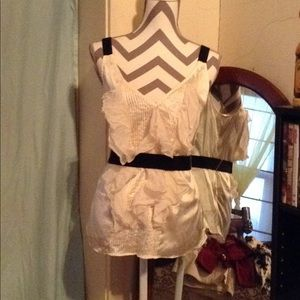 White House Black Market sleeveless blouse M